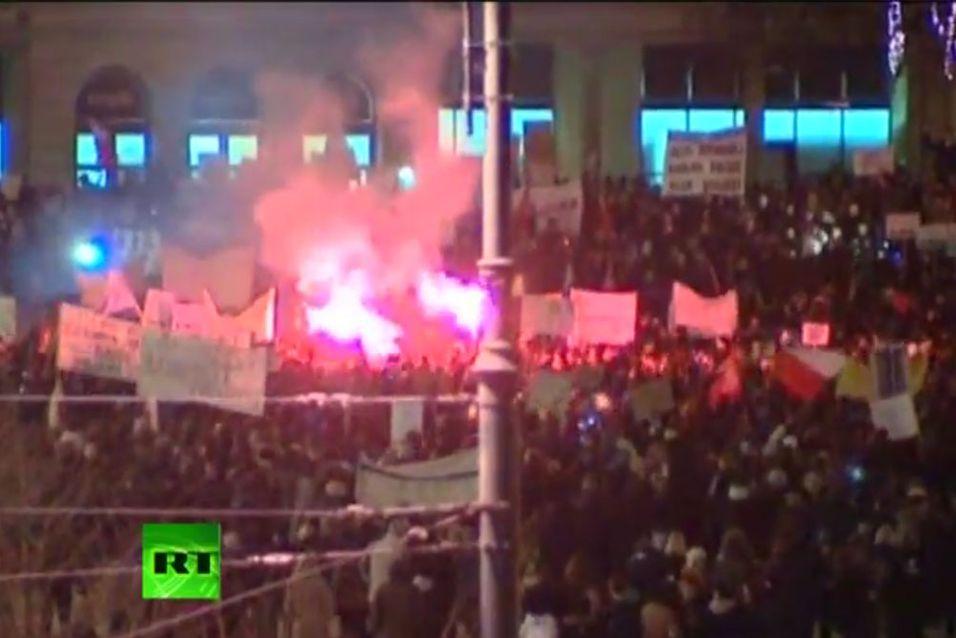 Tusenvis av mennesker møtte opp under demonstrasjonene i Polen.