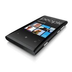 Lumia 800 er den første Nokia-mobilen med Windows Phone.