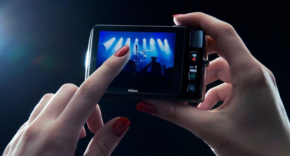 Nikon slipper en rekke kompaktkameraer