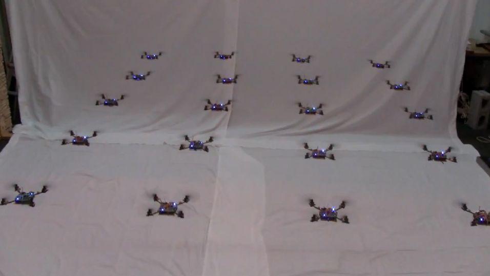 Se, nano-helikoptre flyr i perfekt formasjon