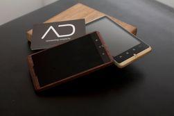 Telefonen vil bli solgt gjennom forhandlere som fokuserer på design. (Foto: ADzero)