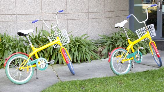 Hvis du ikke tar bussen eller låner en bil kan du sykle rundt på en Google-logo. (Foto: Jørgen Elton Nilsen)
