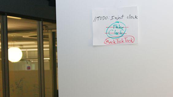 Det henger nerdete morsomheter overalt i Googles hovedkvarter. (Foto: Finn Jarle Kvalheim)