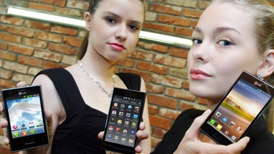 LG Optimus L3 (til venstre) er en av nykommerne i mobilbutikkene i mars. (Foto: LG)
