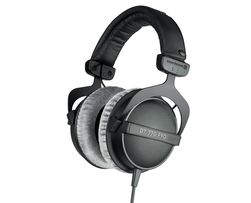 Store hodetelefoner kan gi svært god lyd, men mange av dem krever også mye strøm.
