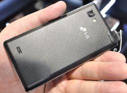 Baksiden på Optimus 4X HD likner litt på den vi kjenner fra LGs nye Prada-telefon.