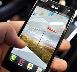 LG Optimus 4X HD har firekjerners prosessor og 4,7-tommers skjerm med 720p HD-oppløsning.