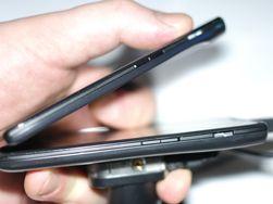 Razr Maxx har et batteri på 3300 mAh - rundt dobbelt så stort som det du finner i de fleste andre smarttelefoner. Den er bittelitt tykkere enn originalen.