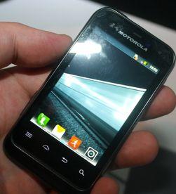 Motorolas nye Defy Mini er på vei til Europa. Den har batteri av grei størrelse og strømsnill innmat.