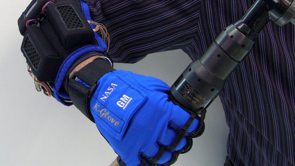 Robothanske fra NASA og GM gjør jobben enklere for deg