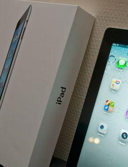 Som vanlig har ikke stort endret seg på esken. Navnet som er trykket på er fortsatt kun iPad, men bildet på forsiden har blitt nytt.