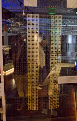 ENIAC bestod av mange deler – blant dem endeløse rekker med radiorør og brytere.