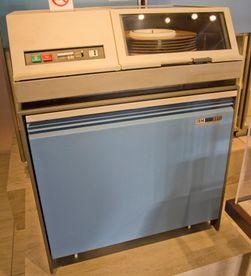 Det var mulig å utstyre maskinene i System/360 med harddisker på inntil 7,25 MB. Også mange andre selskaper levde godt på å lage lagring til System/360 – blant annet Memorex som fortsatt produserer lagringsmedier.