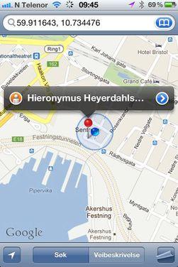 Du kan taste inn GPS-posisjonen direkte i søkefeltet i kartet på iPhone eller Google Maps på Android-mobiler.