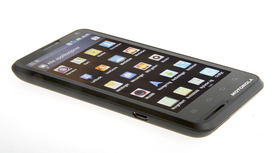 Motorola Motoluxe er pen å se på, men de tekniske spesifikasjonene lever ikke opp til forventningene.