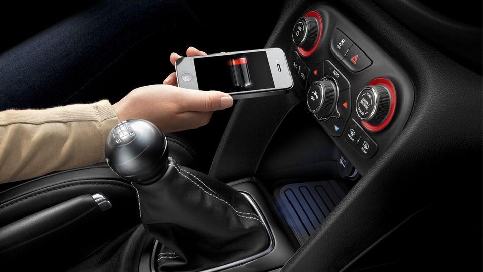 Chrysler tilbyr trådløs lading av smarttelefonen i bilen