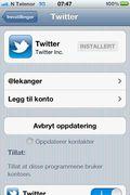 Du legger til Twitter-kontoen din fra Innstillings-menyen på iPhone eller iPad.