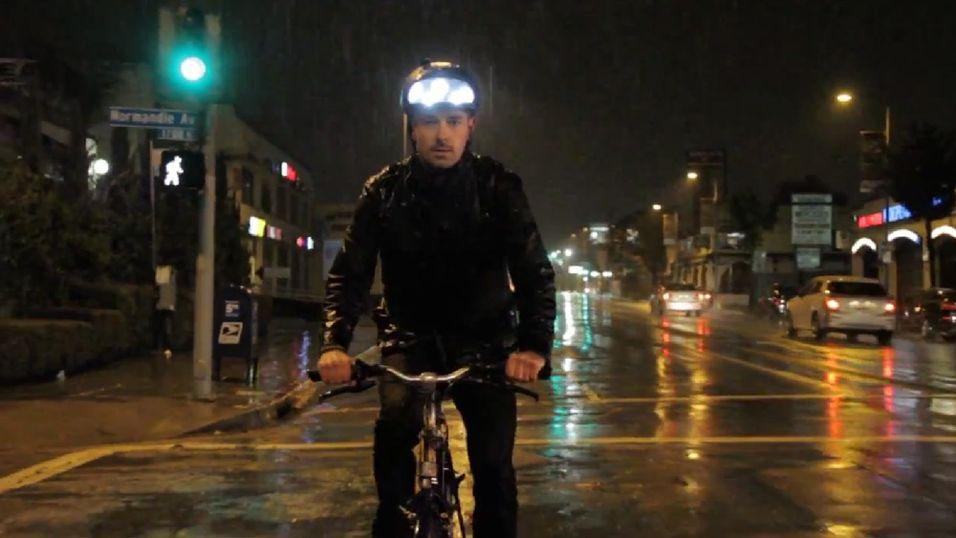 Med denne sykkelhjelmen blir du garantert synlig