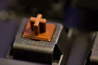 I mekaniske tastaturer har hver knapp en egen bryter, som blir registrert separat.