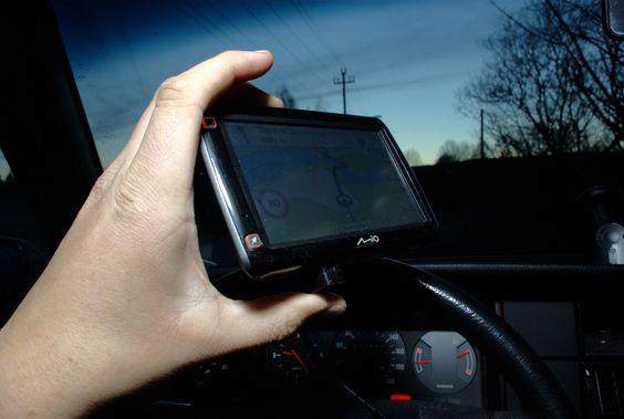 GPS-en veier bare 185 gram selv om den har en stor skjerm. (Foto: Einar Eriksen)