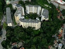 Eksempel på detaljnivået i kartteknologien til C3 Technologies. For å bygge slike 3D-kart, knipser selskapet byer gjentatte ganger fra fly for å samle overlappende bilder. Deretter settes bildene sammen for å skape stereoskopisk dybde. (Foto: Stillbilde fra video, C3 Technologies)
