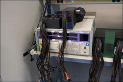 En litt mindre testbenk for strømforsyninger