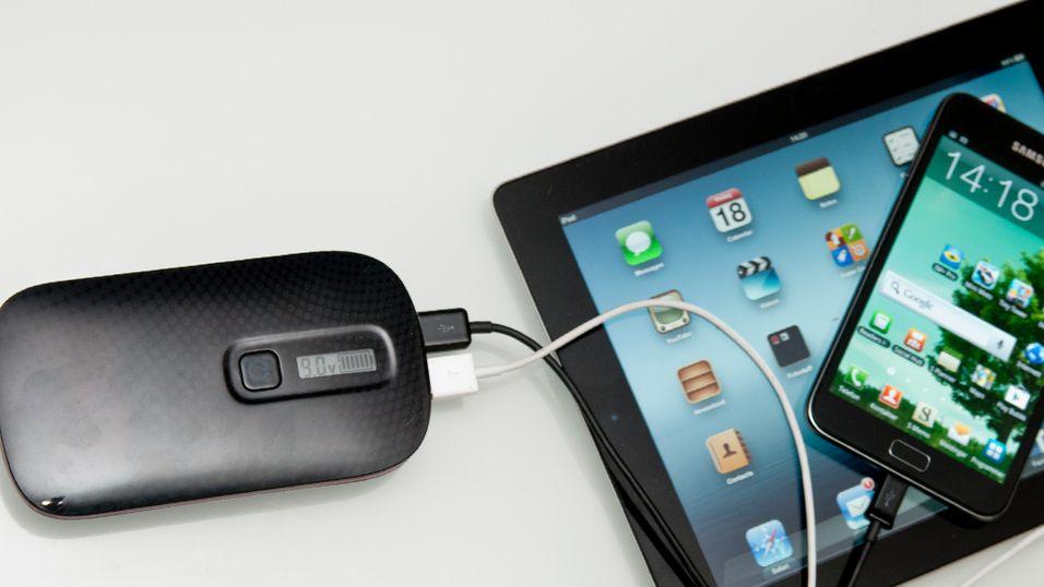 Portable Power Bank kan lade et nettbrett og en mobiltelefon samtidig.