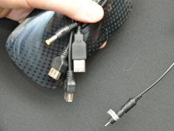 Det følger med et stort utvalg kabler og tilkoblinger for bruk med utstyr som ikke lades via USB-kontakt.