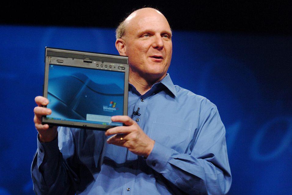 Det nye nettbrettet blir med andre ord større enn dette ThinkPad X41-nettbrettet, som Steve Ballmer her viser frem ved en tidligere anledning.