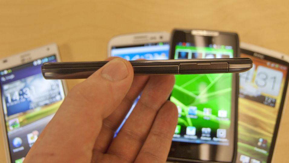Motorola Razr Maxx er overraskende tynn.