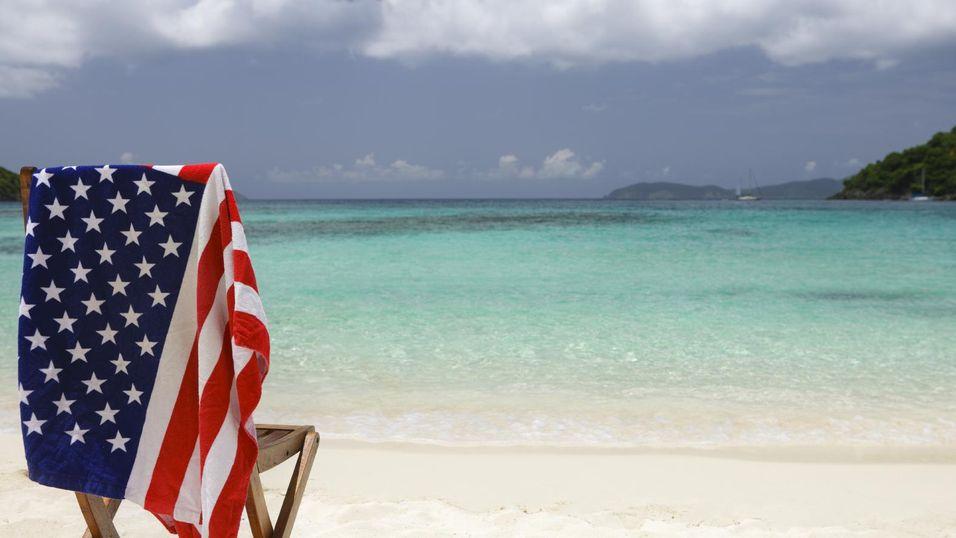 Flere operatører er i ferd med å skru ned prisene for USA-reisende turister og bedriftsbrukere.