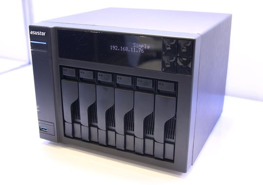 Asustor AS-606T, 6-brønns NAS, frontparti.