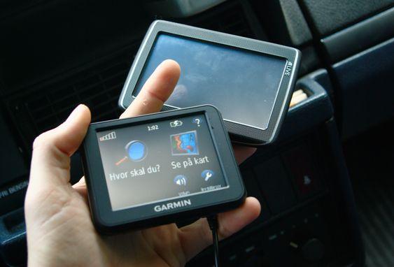 Her er Garmin Nüvi 30 med 3,5 tommers skjerm sammenlignet med en GPS med den vanligste skjermstørrelsen på 4,3 tommer.