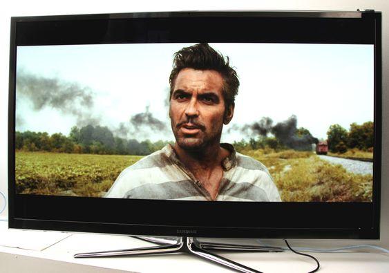 Samsung PS64E8005 har et kamera på toppen av TV-en.