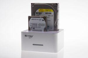 Sandbergs klonemaskin har plass til både 2.5- og 3.5-tommers harddisker.