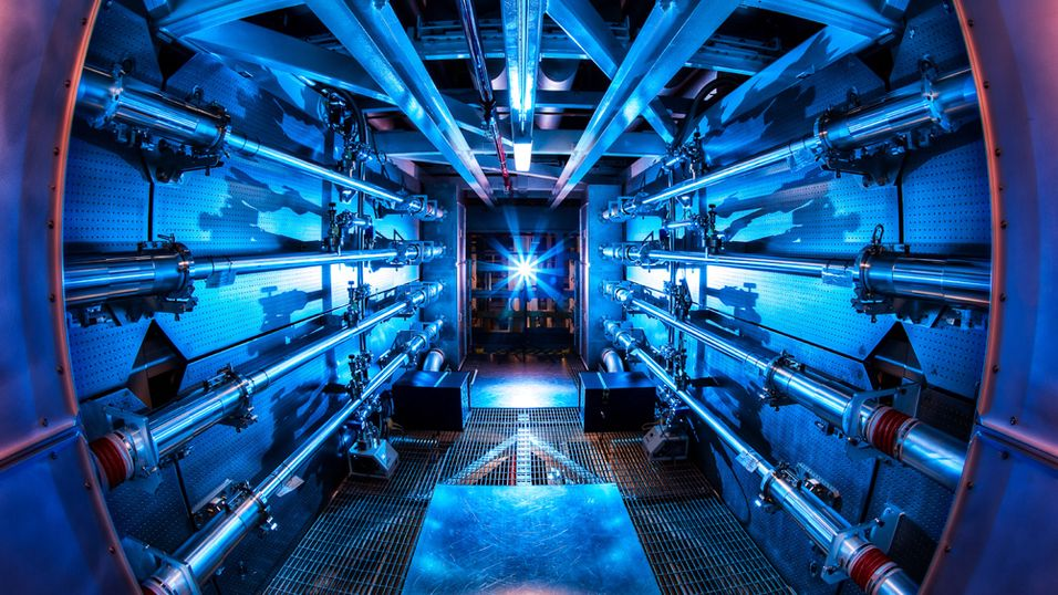 National Ignition Facility klarte nylig å oppnå et laserskudd på 500 terawatt, 1000 ganger mer energi enn hele USA forbruker på et gitt øyeblikk.