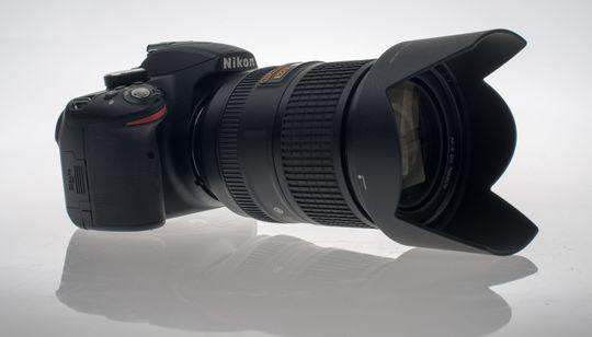 Nikon D3200 og 18 - 300 mm.