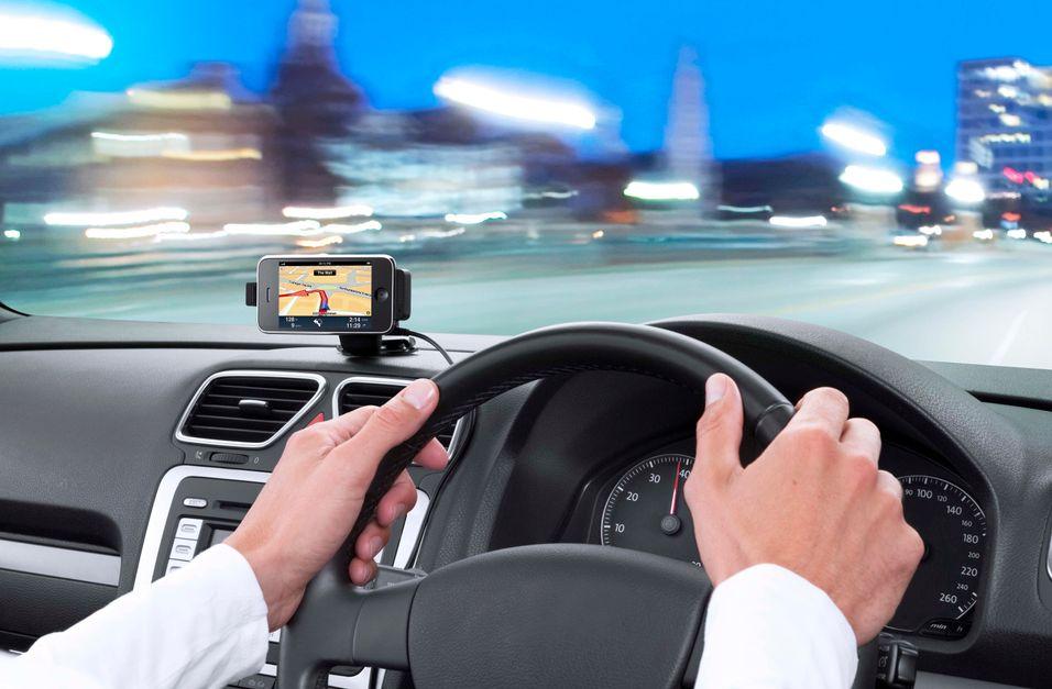 Vil ha strengere mobilforbud i bil