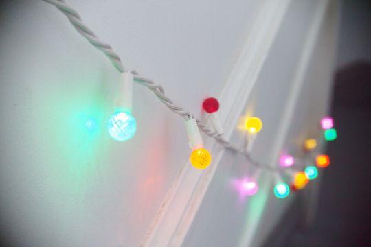 Objektivet gir en rekke effekter som lo-fi, vignettering, lysslekking og tilt-shift, som endres med blenderen.