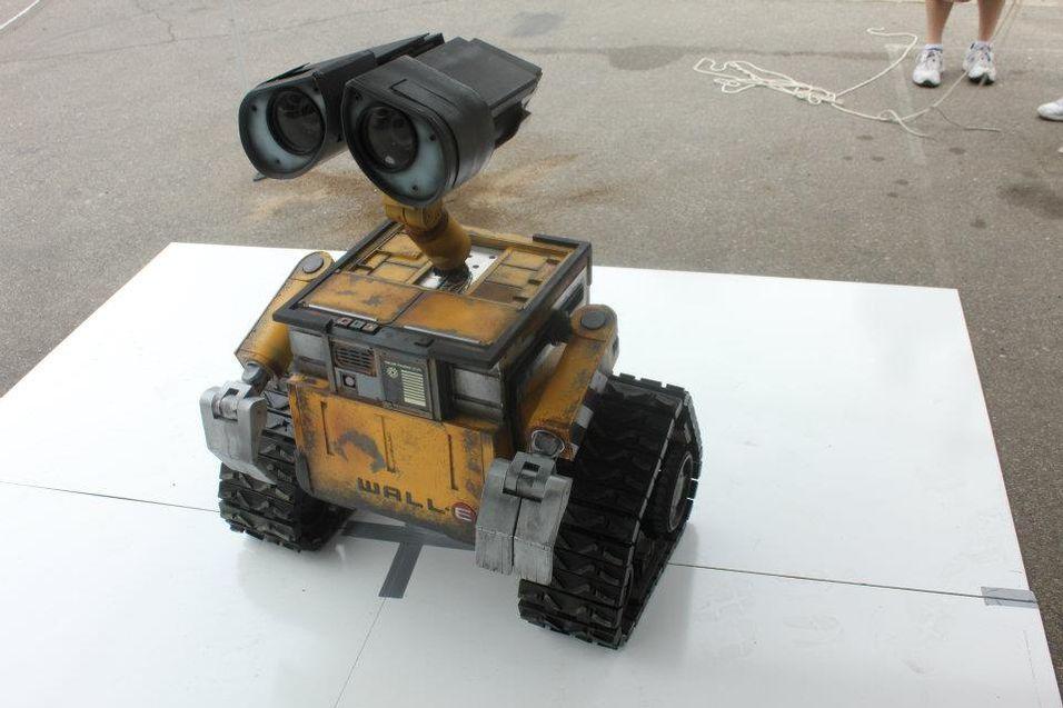 WALL-E-roboten kan både vinke, snakke og snu på hodet.