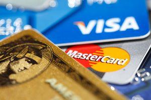 Bruk ulike kredittkort på ulike tjenester.