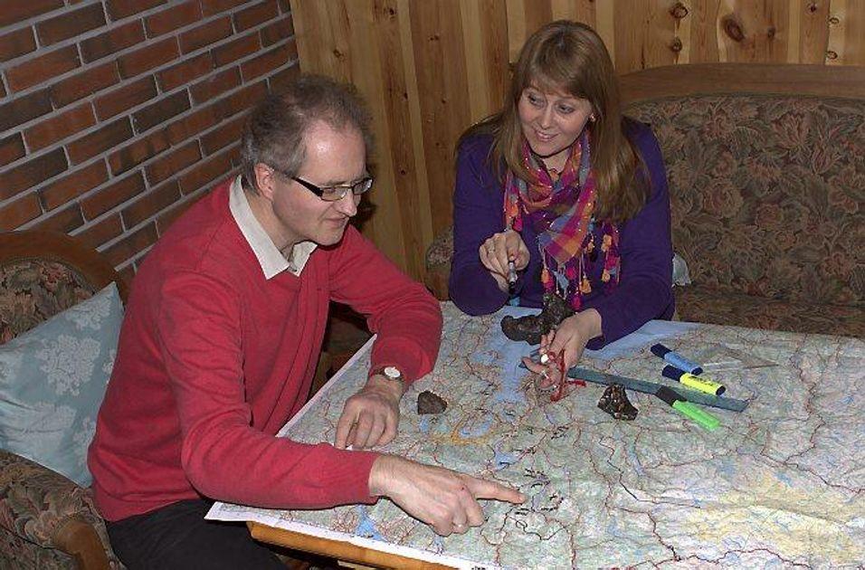 Knut Jørgen Røed Ødegaard og Anne Mette Sannes har peilet ut området hvor det er mest sannsynlig at meteoritten har falt ned. Nå skal meteoritten finnes.