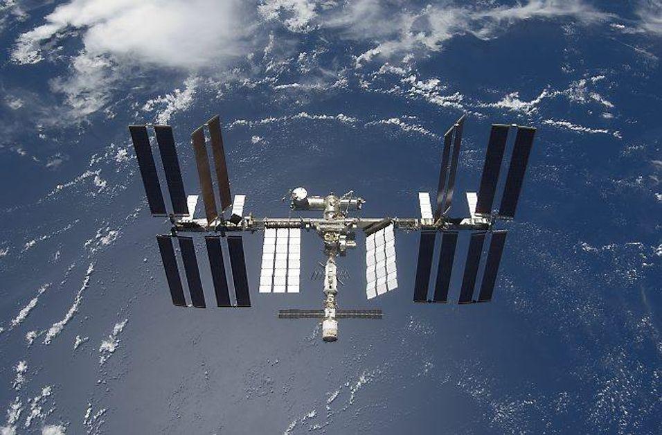 Den internasjonale romstasjonen fotografert fra romfergen Discovery i 2009.