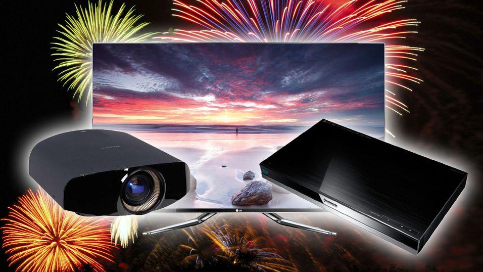 Et lite utvalg av årets EISA-vinnere. Fra venstre: Sony VPL-VW1000ES (beste hjemmekino-high-end-produkt), LG 55LM960V (beste Smart-TV) og Panasonic DMP-BDT500 (beste Blu-ray-spiller).