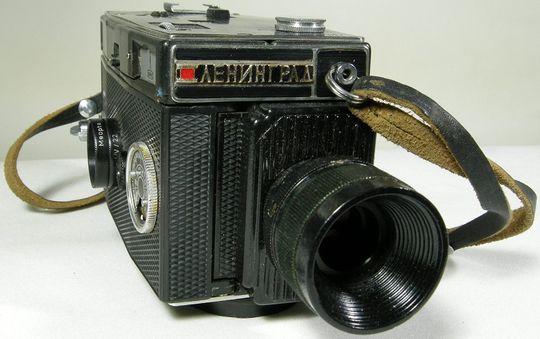 På utsiden ser det ut som et gammel Smena 8 mm videokamera..
