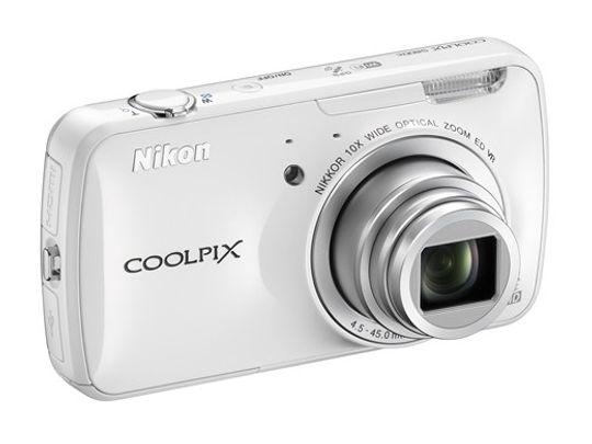 Nikon Coolpix S800 kjører Android-OS.