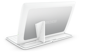 Nettbrettet festes til tastaturet ved hjelp av magneter og en magnetisk støtte.