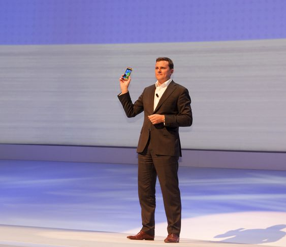 Her viser Samsung frem verdens første Windows 8-mobil.