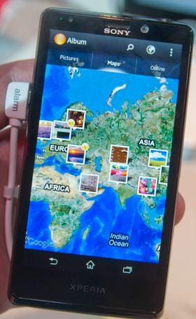 Feriebildene dine merkes med stedsinformasjon og kan vises ut over et kart i galleri-appen.