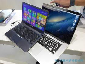 Samsungs nye bærbare datamaskin plassert på toppen av Apple Macbook Pro med Retina-skjerm.